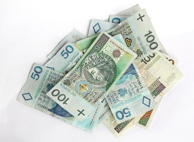 money 367973 1920 1 Jak nieuczciwi pożyczkodawcy obchodzą przepisy ograniczające koszty kredytu konsumenckiego?